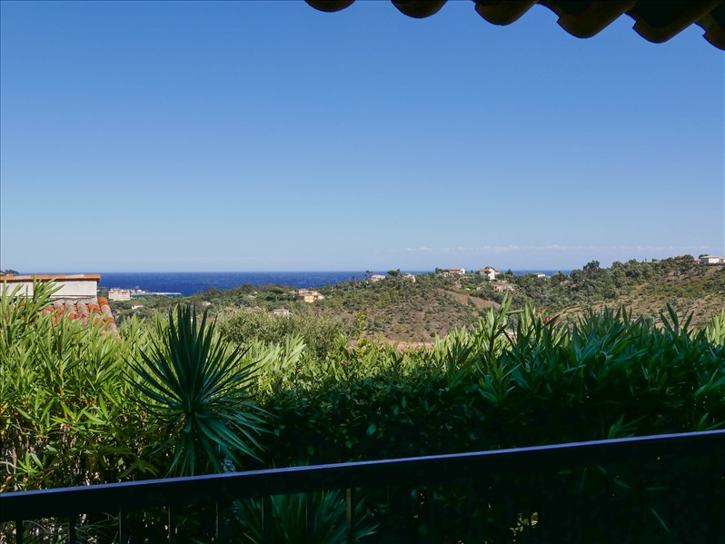 *** SOLE AGENT ***  Charming villa with stunning views towards the sea and the hills, 5 bedrooms,with swimming pool...